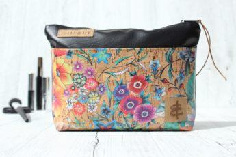 Kosmetiktasche schwarz primavera mit Fronttasche aus Korkleder
