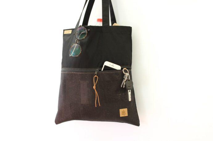 Shopper mit einer Aussentasche aus Kork Leder mit Reißverschluss