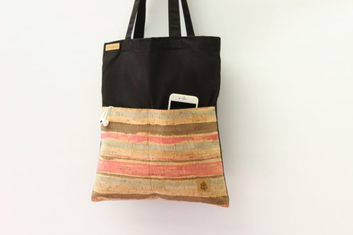 Shopper mit zwei Aussentaschen aus Kork Leder
