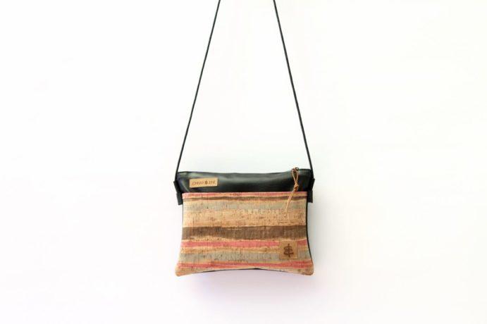 Tasche mit Reißverschluss und Innenfutter und Aussentasche aus Korkleder