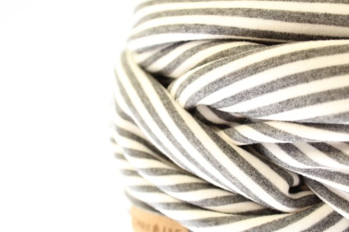 Loopschal grau weiß gestreift